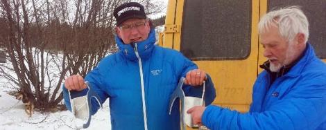 Dag Torulf og Svein med ankerne. Foto: Birger Altmann
