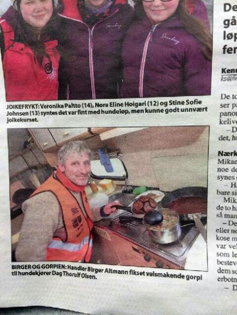 Finnmarken var innom under matlagingen i campingvogna. Birger er i ferd med å stelle til kveldens middag.