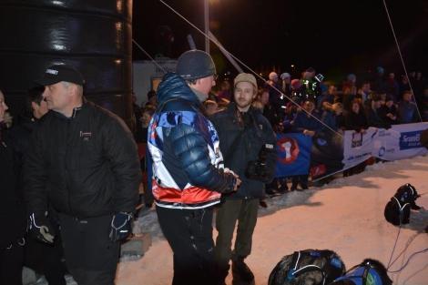 Mye folk var møtt fram for å ta imot Dag Torulf og spannet. Foto: Ole Chr. Gulbrandsen