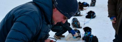 Dag Torulf steller med spannet på et tidligere sjekkpunkt. Foto: Ole Chr. Gulbrandsen