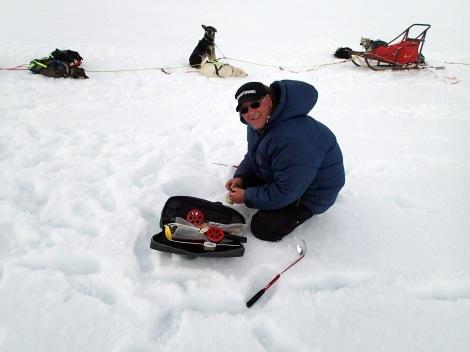 Dag Torulf prøver fiskelykken på Fjellvannet.