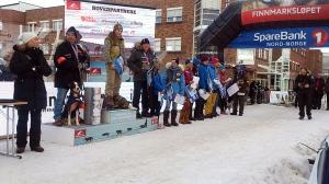 Premieseremonien i Alta sentrum lørdag ettermiddag. Et høytidelig øyeblikk. Foto: Tore Amundsen