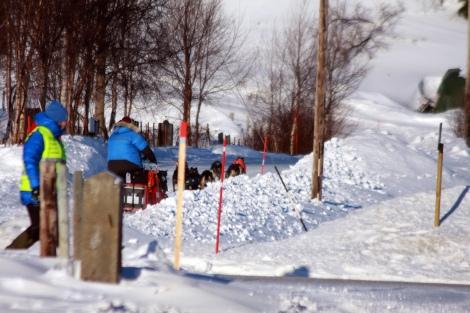 Klokka har passert 8.47 med noen sekunder i det Dag Torulf suser gjennom Sirbma. Nå er han snart i Levajok 2. Foto: Eirik Palm