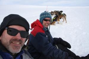 Kaffepause: Eirik og Ben nyter siste påskedag på fjellet.