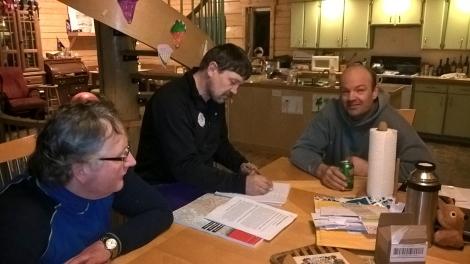 Dag Torulf, Tore og Tom Frode planlegger Yukon Quest. Foto: Birger Altmann